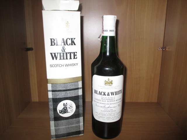 Black & White Buchanan's old bottle